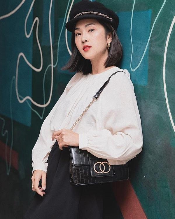 Là một trong những nữ VJ, beauty blogger có gu thời trang được nhiều bạn trẻ yêu thích và học hỏi, Misoa thường xuyên cập nhật những xu hướng thời trang trên thế giới. Cô chọn lọc những xu hướng phù hợp với cá tính bản thân để tôn lên những điểm mạnh về ngoại hình cũng như thể hiện phong cách riêng. Sự đa dạng hóa cách trang điểm,thời trang, liên tục làm mới hình ảnh bản thângiúpMisoa không bị nhàm chán.