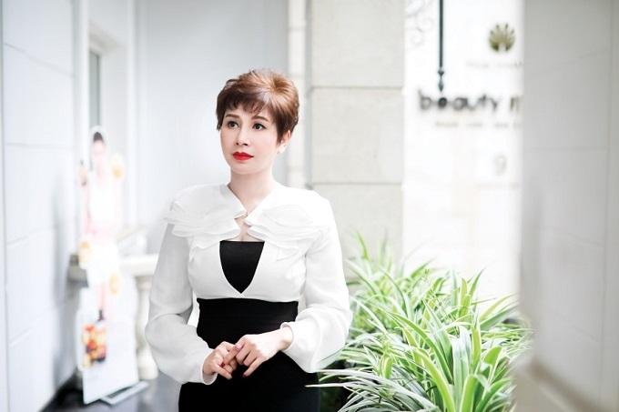 Doanh nhân Thanh Hằng giữ được làn da đẹp và vóc dáng thon gọn ở tuổi 50.