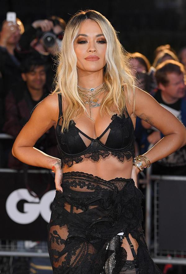 Rita Ora vốn ưa chuộng phong cách thời trang phóng túng.