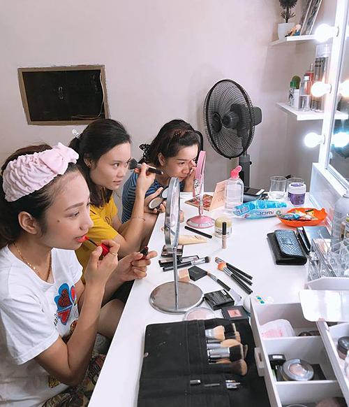 Lớp học makeup cá nhân nhận được sự quan tâm của nhiều bạn trẻ.