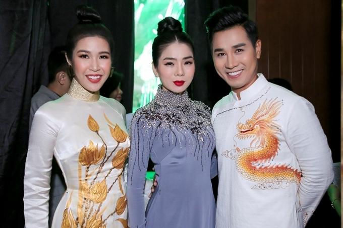 MC Nguyên Khang (phải) làm MC chương trình.