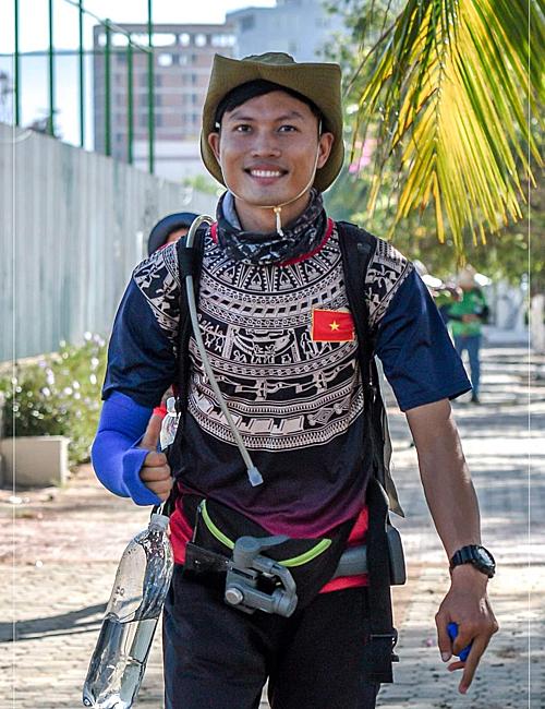 Nguyễn Thanh Tuấn Anh sinh ra và lớn lên ở Bến Tre. Ngoài công việc giảng dạy ở các trung tâm yoga, anh còn kinh doanh đồ thể thao cả ở TP HCM và quê nhà.