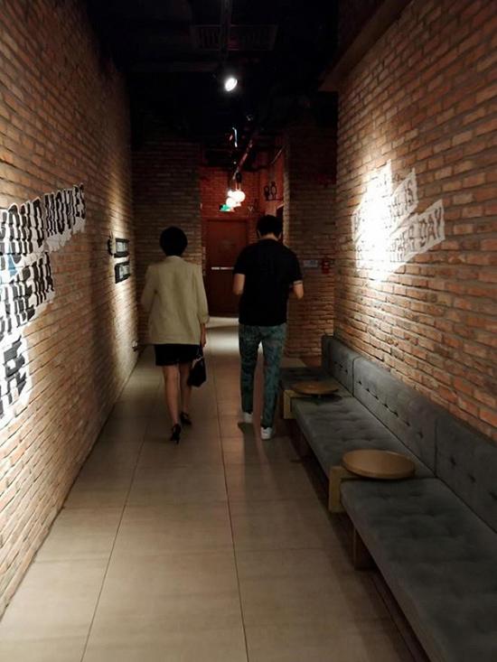 Tim bị bắt gặp đi xem phim với Đàm Phương Linh hồi tháng 8.