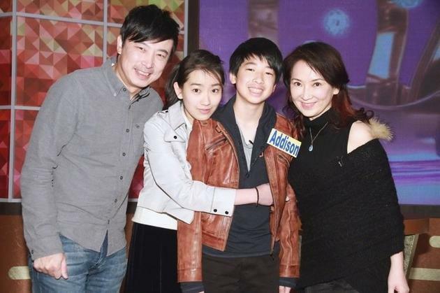 Gia đình diễn viên Cung Từ Ân (ngoài cùng bên phải).