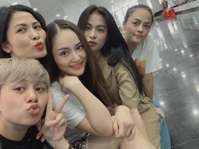 Lan Phương hội ngộ cùng diễn viên Thúy Hà, Thu Quỳnh, Bảo Hân và ca sĩ Hoàng Thùy Linh.