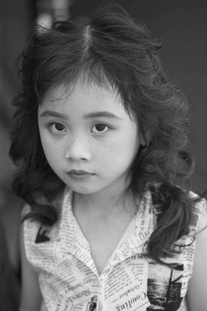Cô bé còn gây ấn tượng nhờ sở hữu đôi mắt to sáng vàcó hồn.