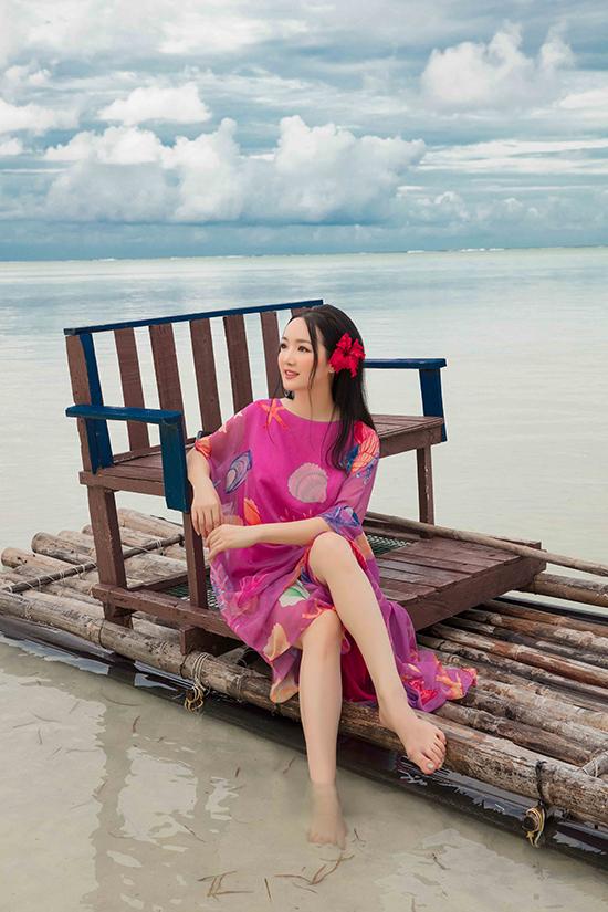 Tất cả trang phục trong bộ ảnh mới của Giáng My đều thuộc bộ sưu tập Lãng du của hai nhà thiết kế Việt.