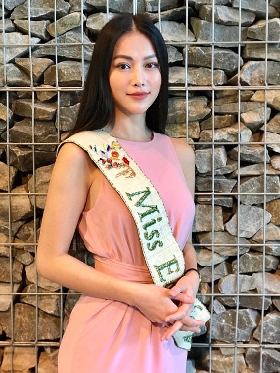 Phương Khánh đang tham gia chuỗi hoạt độ chung kết của cuộc thi Hoa hậu Trái đất Malaysia 2019.