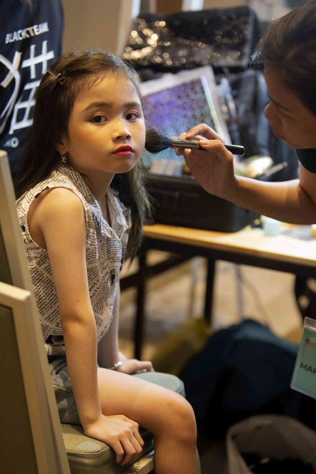 Với tiềm năng sẵn có cùng sự nỗ lực không ngừng nghỉ, niềm đam mê thời trang dù độ tuổi còn rất bé, Quỳnh Anh hẳn sẽ là một nhân tố thú vị của làng mẫu nhí Việt thời gian tới.