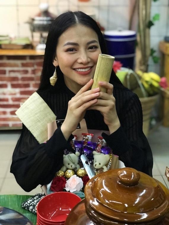 Vốn đam mê du lịch, Phương Khánh hào hứng khám phá nhiều nét văn hóa và món ăn độc đáo của Malaysia.