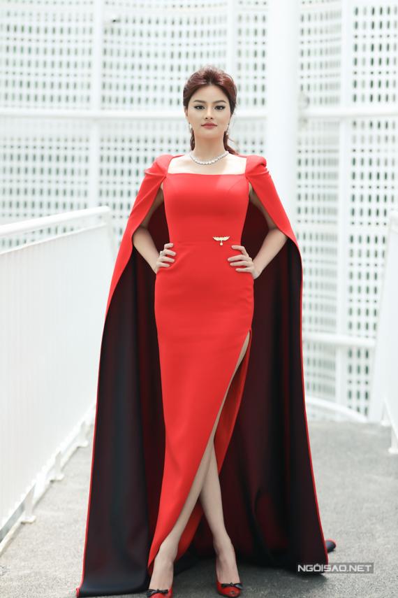 Siêu mẫu Vũ Thu Phương là vị giám khảo nữ thứ 3 và được ban tổ chức giữ kín thông tin đến sáng nay.