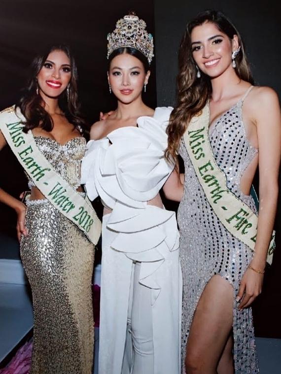 Phương Khánh tham dự Miss Earth Colombia trước khi bay sang Ấn Độ, Malaysia.