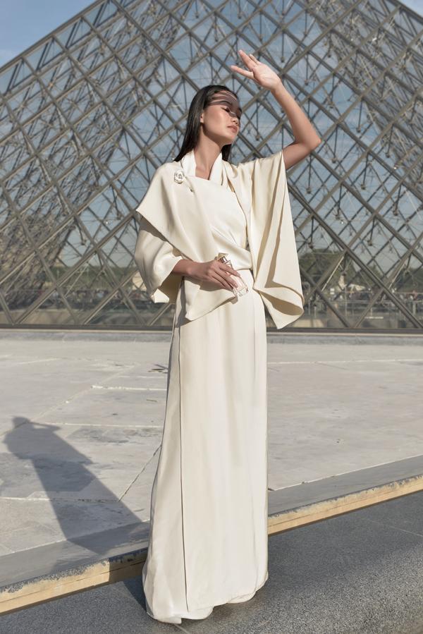 Mùi hương Miss Saigon The Essence được lựa chọn cho trang phục của nhà thiết kế Lâm Gia Khang.
