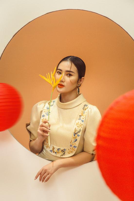 Mừng Tết đoàn viên năm nay, nhà thiết kế Trần Thiện Khánh mang tới bộ sưu tập Hằng gồm các mẫu đầm đi tiệc.