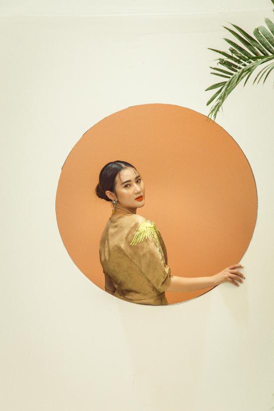 Bộ ảnh được thực hiện với sự hỗ trợ của nhiếp ảnh Nguyễn Trung An, người mẫu Loan Hoàng.