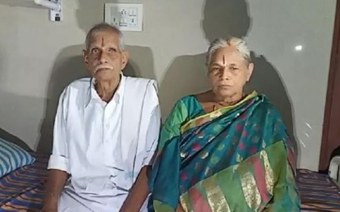 Cụ bà Erramatti (74 tuổi) và chồng Raja (78 tuổi) ở Ấn Độ. Ảnh: News Lions.