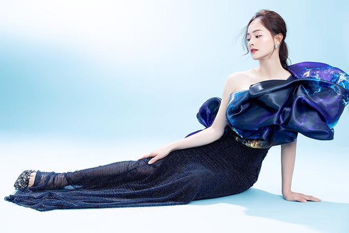 Diễn viên Lan Phương hóa nàng tiên cá trong thiết kế mới.