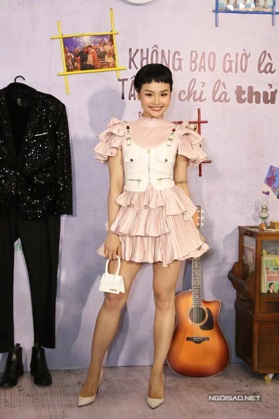Miu Lê mặc cá tính tại buổi ra mắt phim Anh thầy ngôi sao tại TP HCM hôm 21/8.