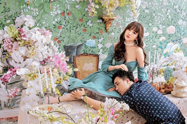 Vợ chồng Trấn Thành - Hari Won khiến fan thích thú khi chia sẻ hình ảnhtình tứ như thuở mới yêu. Cặp đôi đã có3 năm hôn nhân viên mãn, và ngày càng nhận được nhiều sự yêu mến của khán giả.