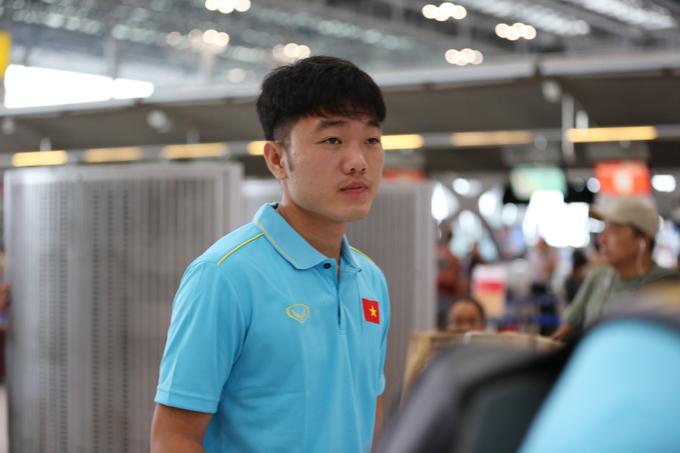 ... Xuân Trườngvà ba đồng đội ở HAGL khác là Xuân Trường, Văn Toàn và Hồng Duy bay về Hà Nội rồi đặt vé bay tiếp về Gia Lai tập trung cùng CLB.
