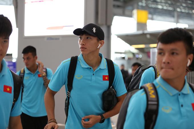 Văn Hậu cũng bay về Hà Nội cùng một số đồng đội