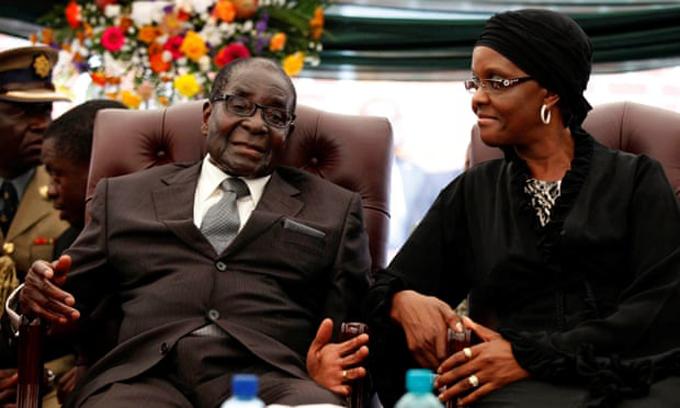 Ông Mugabe và vợ Grace. Ảnh: Reuters.