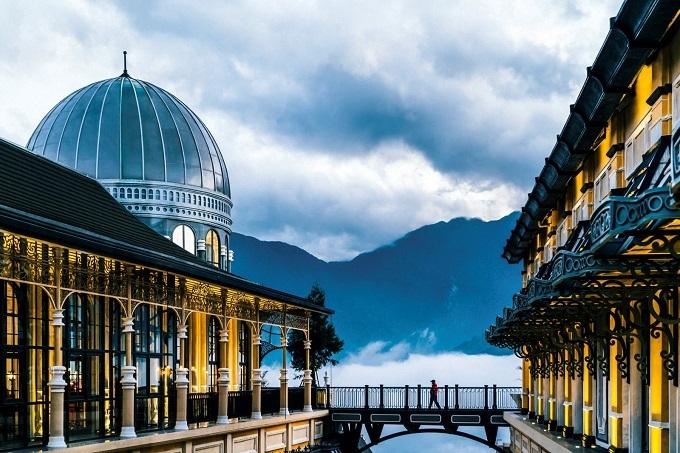 Khách sạn mang tên Hotel de la Coupole -MGallery thiết kế bởi Bill Bensley - nhà thiết kế nổi tiếng đứng sau những khách sạn nổi tiếng nhất châu Á như Rosewood Luang Prabang và Shinta Mani Wild tại Campuchia.