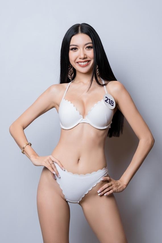 Phạm Hồng Thuý Vân gây bão từ vòng thi online. Cô 26 tuổi, từng đoạt danh hiệu Á hậu 3 Miss International 2015 và là mỹ nhân nổi bật của showbiz Việt. Quyết định dự thi, Thuý Vân đặt mục tiêu chinh phục vương miện và đại diện Việt Nam thi Miss Universe 2020.