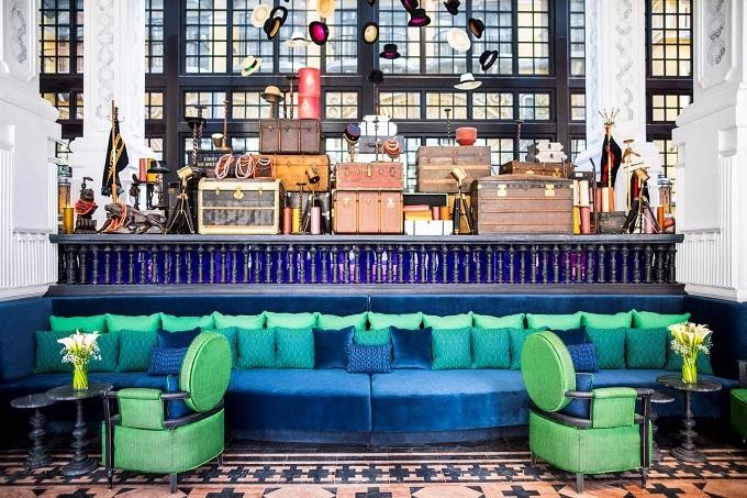 Khách sạn mang đậm phong cách kiến trúc thời Pháp thuộc đầu những năm 1900, với sự pha trộn giữa phong cách sang trọng của nước Pháp và màu sắc rực rỡ của các dân tộc địa phương tại Sa Pa.