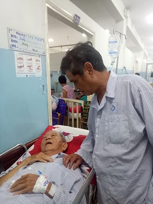 Mai Trần lên thăm nghệ sĩ Mạc Can hôm 5/9.