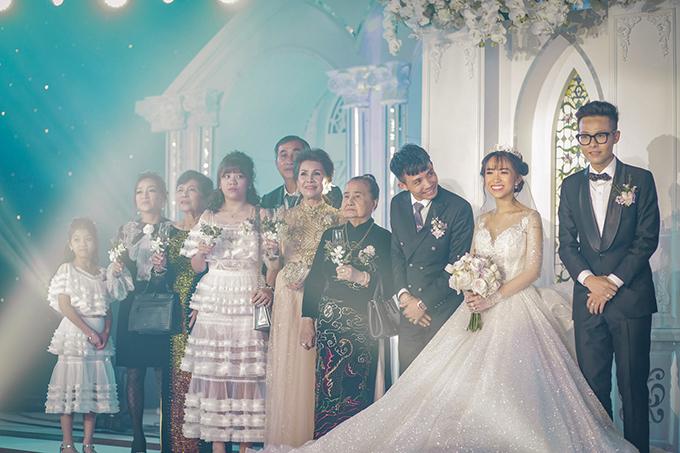 Đám cưới có sự góp mặt của tứ đại đồng đường nhà cô dâu.