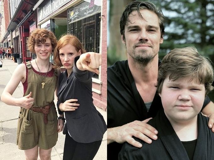 Sophia Lillis và Jessica Chastain (trái) cùng vào vai Beverly, Jay Ryan và Jeremy Ray Taylor (phải) cùng vào vai Ben.