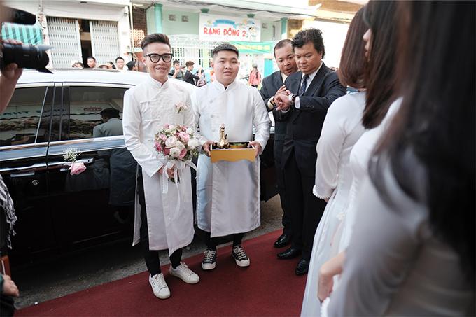 Lễ rước dâu của Minh Anh có nhiều siêu xe - là những mẫu xe đắt giá trong bộ sưu tập của đại gia Minh Nhựa.