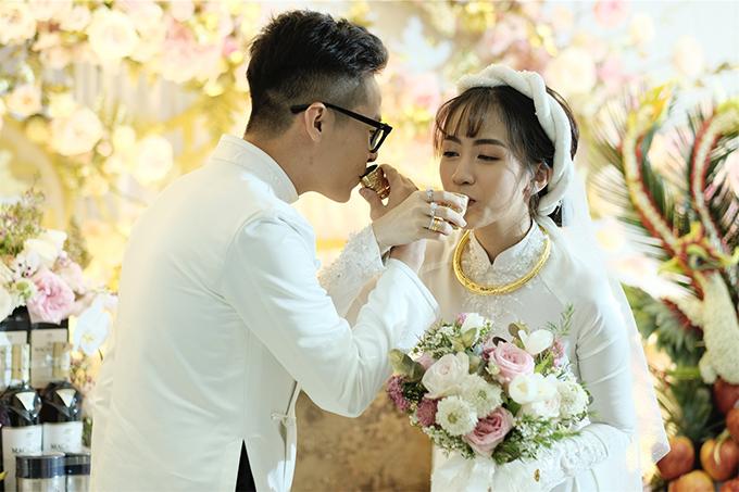 Đám cưới của uyên ương sẽ diễn ra vào tối nay ở trung tâm tiệc cưới sang trọng ở quận 1, TP HCM.