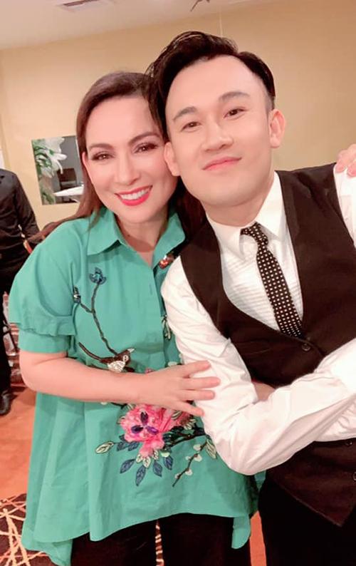 Ca sĩ Phi Nhung hội ngộ Dương Triệu Vũ khi đi biểu diễn chung.