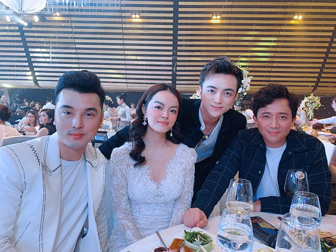 Ca sĩ Ưng Hoàng Phúc, Phạm Quỳnh Anh, Soobin Hoàng Sơn và MC Trấn Thành dự tiệc cưới con gái Minh Nhựa.