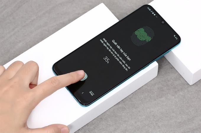 Vân tay tích hợp bên trong màn hình cũng được trang bị trên smartphone mới của Samsung.