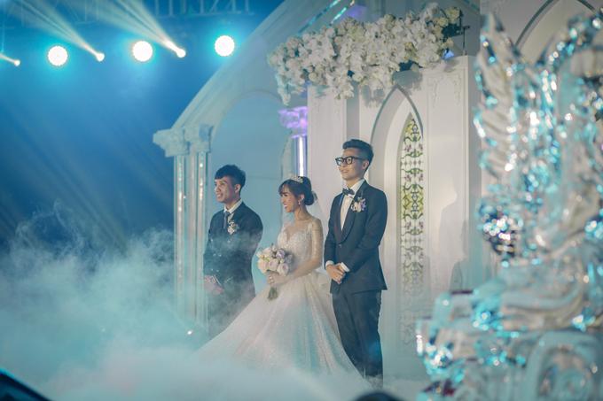 NTK cũng tính đến không gian cưới vườn địa đàngcủa cô dâu để sáng tạo mẫu váy phù hợp, tạo hiệu ứng thị giác tối đa, tôn dáng vóc tân nương.
