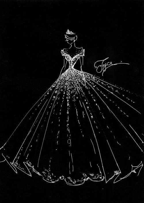 NTK Phạm Đăng Anh Thư tiết lộ bản phác thảo mẫu váy đầu tiên của cô dâu với phần vai trễ.
