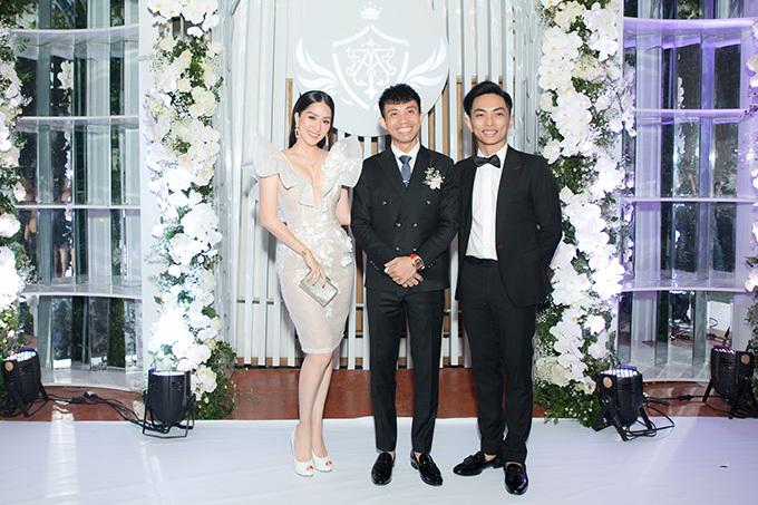 Đại gia Minh Nhựa là Phó Tổng Giám đốc tập đoàn Nhựa Long Thành, một trong những doanh nhân nổi tiếng trong giới chơi siêu xe tại Việt Nam.Khánh Thi cho biết, vợ chồng cô có mối quan hệ rất thân thiết với đại gia Minh Nhựa.