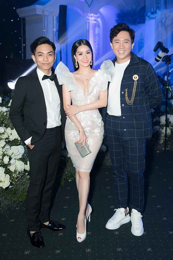 MC Trấn Thành cũng tham dự tiệc cưới của con gái đại gia Minh Nhựa.