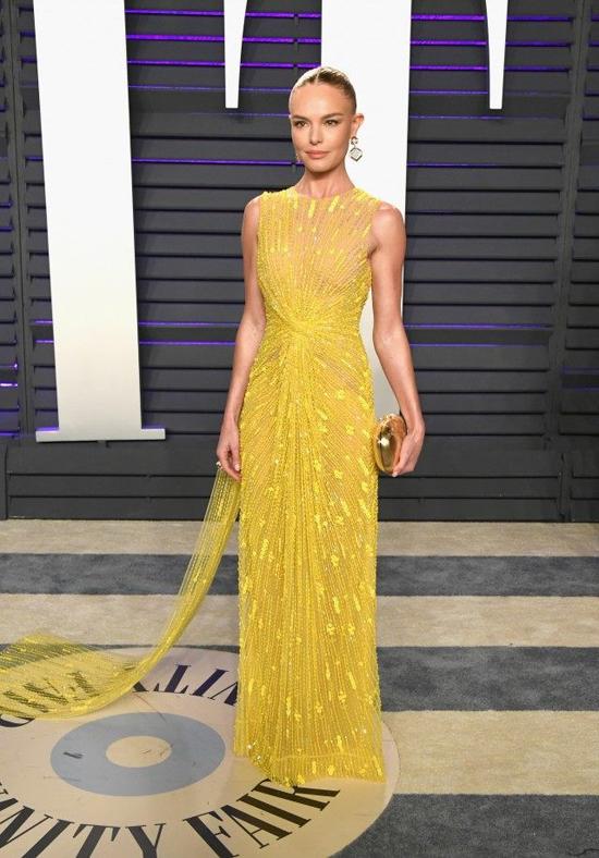 Mẫu đầm vàng đính kết mà Kate Bosworth sử dụng tại tiệc hậu Oscar có giá 15,800 USD.