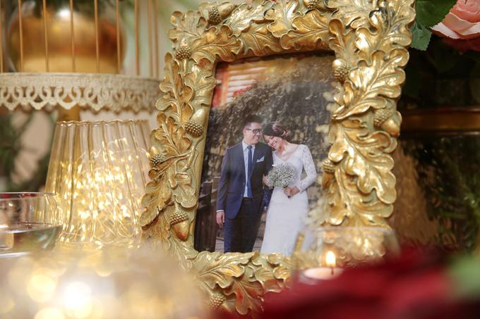 Nếu bạn còn đang băn khoăn không biết làm thế nào để trang trí tiệc cưới với tông màu đỏ làm chủ đạo, đừng ngần ngại liên hệ hotline nhà hàng Gala Royale 0938256048 để được tư vấn cho một hôn lễ trọn vẹn và đáng nhớ nhé!  Để giúp cho các cặp đôi có một khởi đầu thật trọn vẹn, xóa tan nỗi lo về chi phí trong ngày trọng đại, Gala Royale dành riêng ưu đãi đặc biệt với các cặp đôi đặt tiệc trong năm nay sẽ được bốc thăm trúng thưởng với cơ hội trúng thưởng là 100%, cưới là có quà.TÒA NHÀ SỰ KIỆN GALA ROYALE63 Mạc Đĩnh Chi, Quận 1, TP.HCMĐiện thoại: (028) 3825 6048Hotline: 09 3825 6048Email: event@galaroyale.com.vnWebsite:www.galaroyale.com.vn