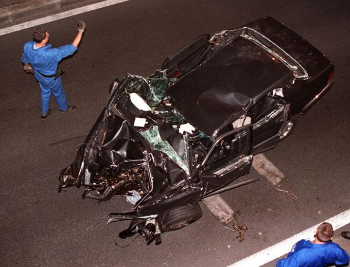 Chiếc xe mà Diana ngồi bên trong gặp tai nạn năm 1997 tại đường hầm thủ đô Paris, Pháp. Ảnh: Reuters.
