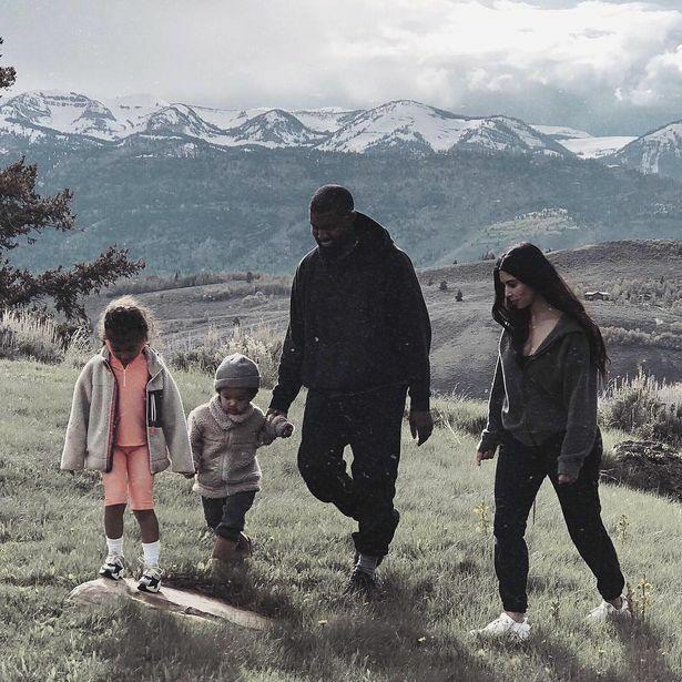 Gia đình Kim Kardashian - Kanye West thi thoảng lại đưa các con về điền trang ở Wyoming chơi, nô đùa trên thảo nguyên và ngắm cảnh thiên nhiên hoang sơ bình yên.