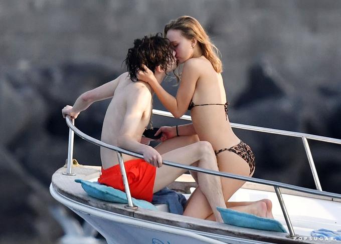 Đôi uyên ương hẹn hò từ cuối năm ngoái sau khi đóng cùng trong phim The King.