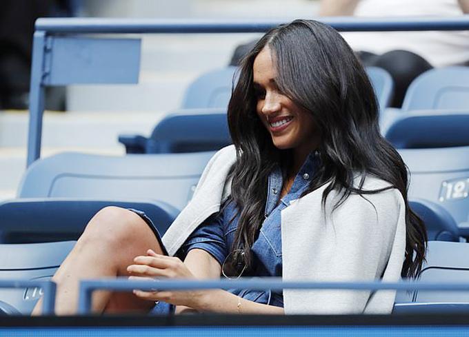 Meghan trên khán đài cổ vũ Serena Williams thi đấu hôm 7/9. Ảnh: EPA.