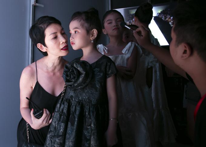 Tiềm năng sẵn có cùng nỗ lực và niềm đam mê thời trang, dù độ tuổi còn rất bé, Quỳnh Anh được kỳ vọng sẽ là một trong những nhân tố thú vị của làng mẫu nhí Việt thời gian tới.