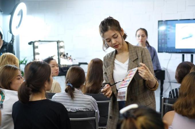 Học trang điểm chuyên nghiệp tại Agnes Makeup Academy - 2