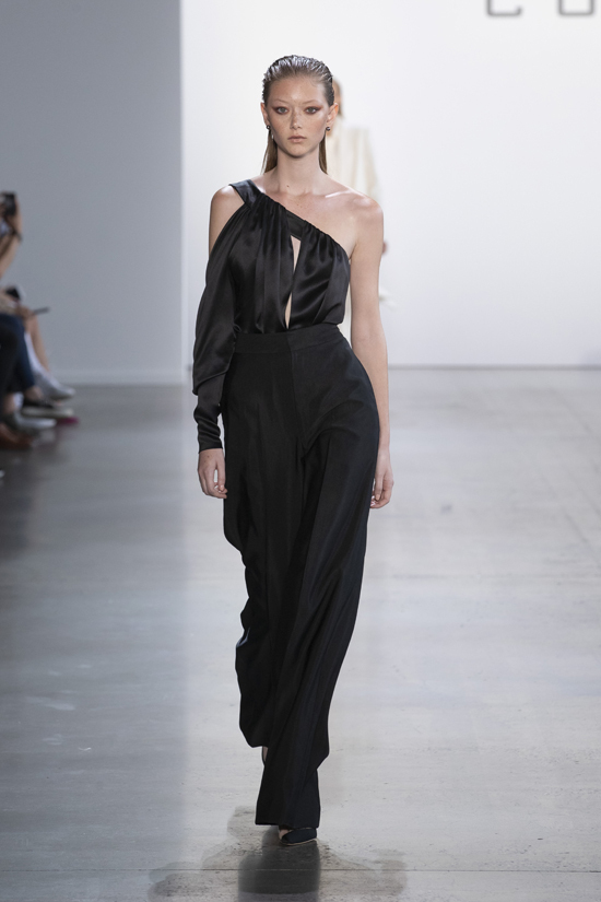 Được mệnh danh sở hữu vẻ đẹp thoát tục, Sara Grace là một trong những nàng thơ của nhiều thương hiệu như Calvin Klein hay Proenza Schouler